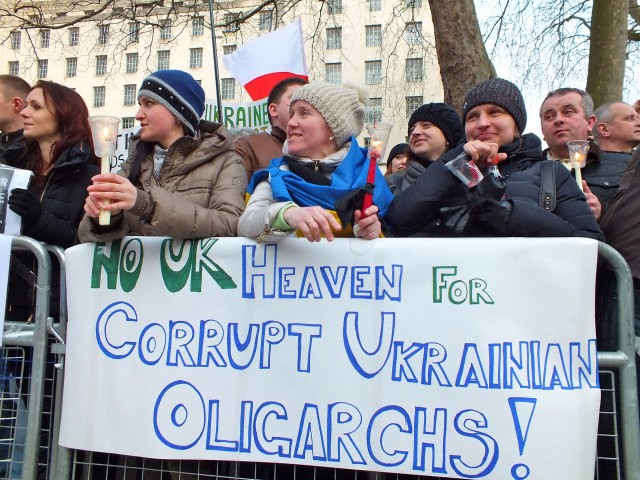 23 février 2014, Londres, Royaume-Uni. Ukrainiens et les partisans de la liberté et de la démocratie pour l'Ukraine protestent à Whitehall pour le gouvernement britannique pour geler les actifs de l'élite ukrainienne qui vivent ici, à Londres et à retenir les héros morts place de l'Indépendance à Kiev. © Ruth Whitworth /Demotix/Corbis