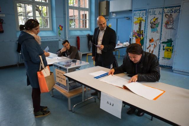 23 mars 2014, Paris, France. Premier vote, à Belleville, 19ème arrondissement, un quartier de la classe ouvrière --- Image par Owen Franken © / Corbis